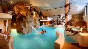 Badeparadies im Wellnesshotel Almhof Call in den Dolomiten
