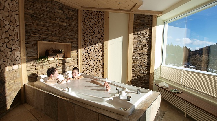 Bad zu zweit im Waldhotel am Notschreipass im Breisgau