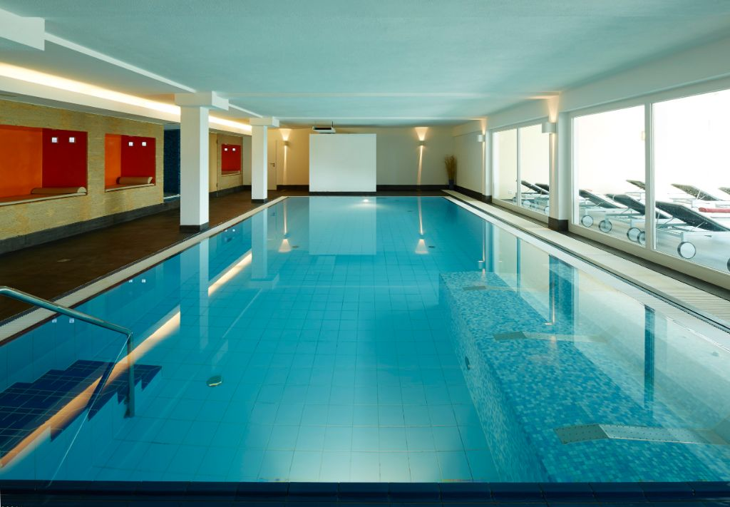 Schwimmbad im NaturKultur Hotel Stumpf